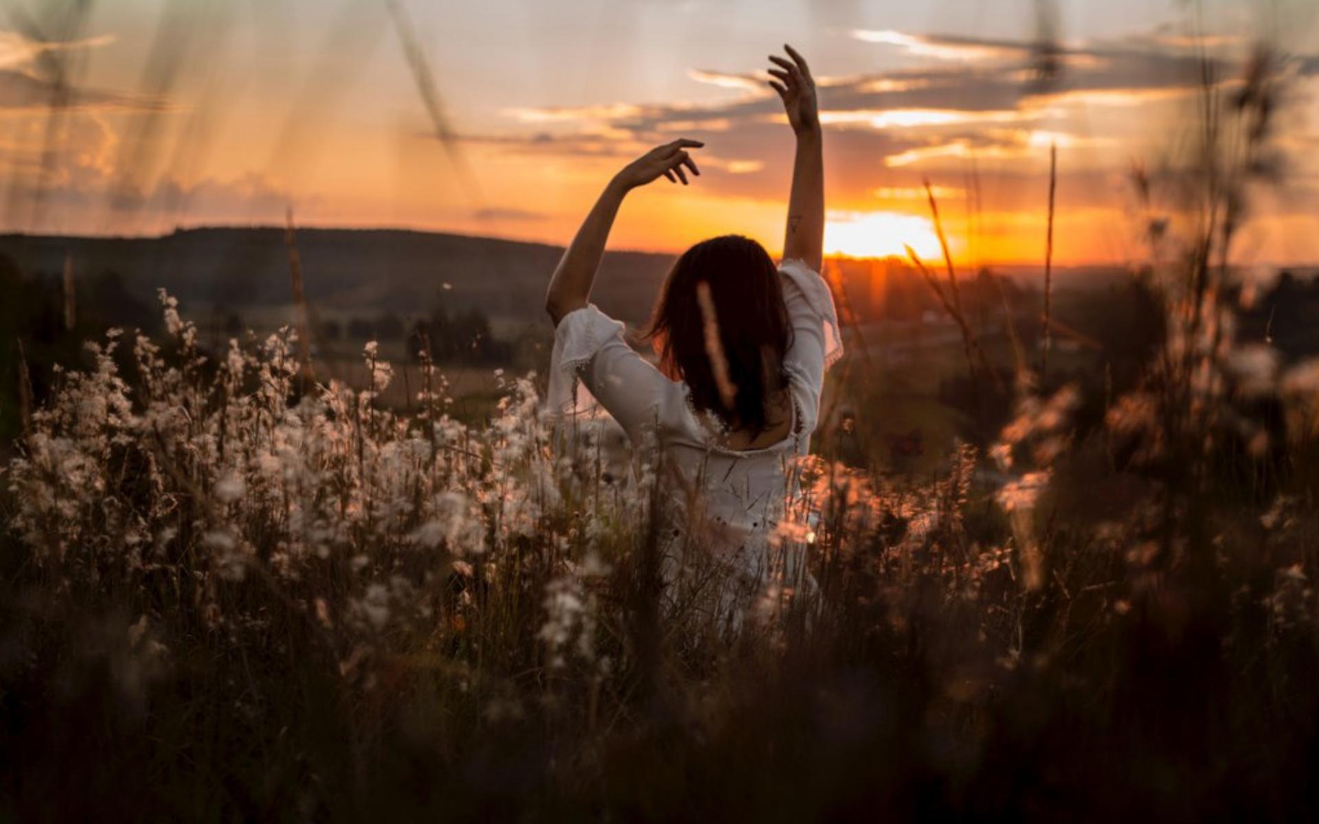 ψυχοθεραπεια στον ηλιο και ενέργεια Ρέικι - Εύη χΑΤΖΗΓΙΆΝΝΗ