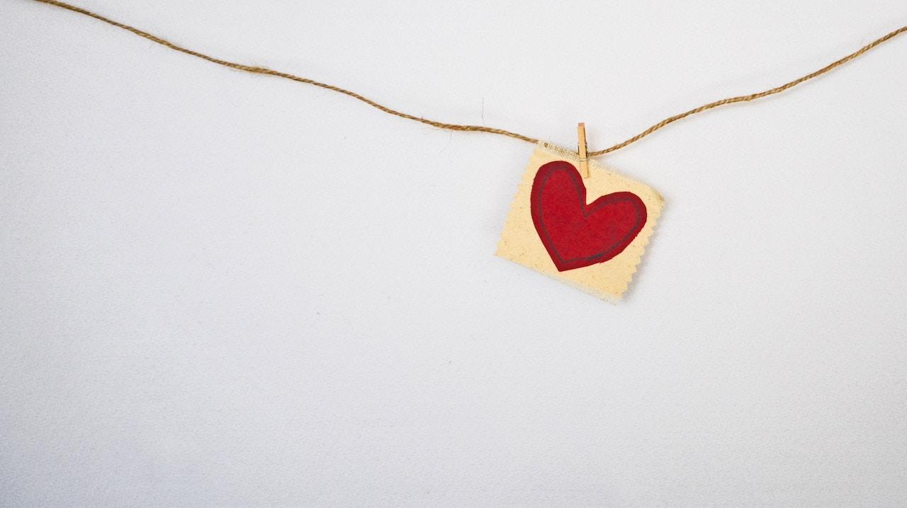 μαθαινουμε να ακούμε την καρδιά μας - καρδιά κρεμασμένη