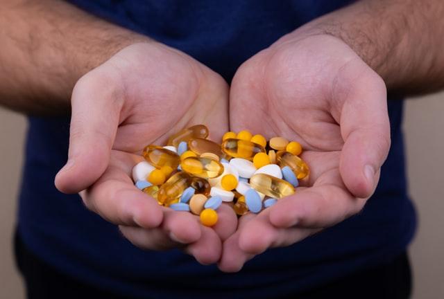 χούφτα με φάρμακα