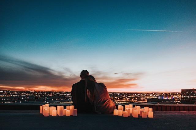 ερωτευμένοι σε ηλιοβασίλεμα 1